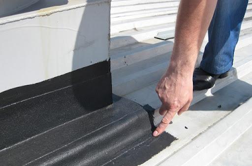 Крыша из профнастила и ее ремонт
